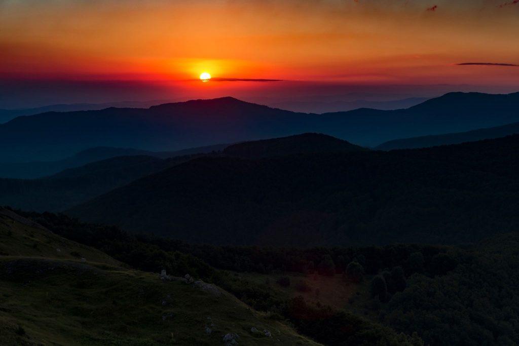 В 4.30 сутринта да снимат изгрева на Шипка се събират фотографи от двете страни на Балкана.